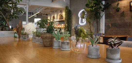 嵜本ベーカリーカフェ2階カフェスペーステーブル