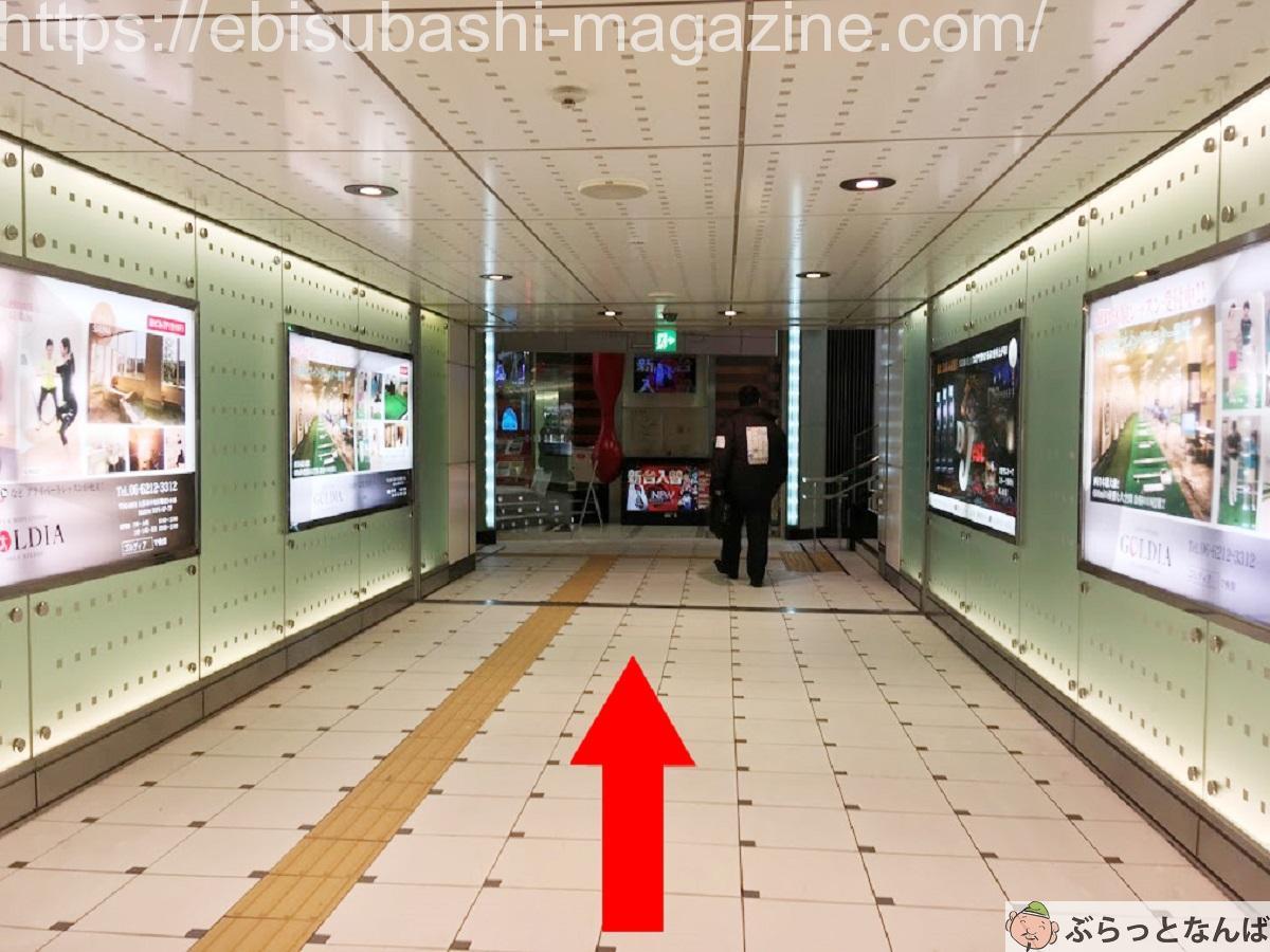 大阪メトロなんば駅15番B出口への通路
